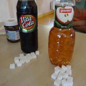 Sogar in einer Apfelschorle von 1,5 Liter sind 21 Stückchen Zucker enthalten.